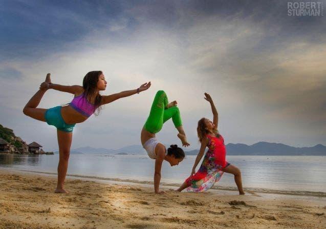 17-photos-de-meres-qui-pratiquent-le-yoga-avec-leurs-enfants1