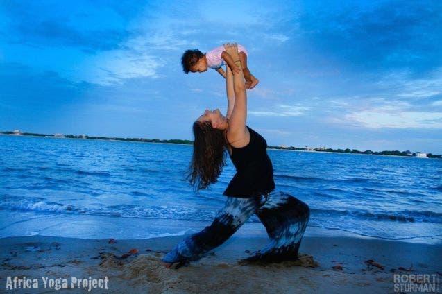 17-photos-de-meres-qui-pratiquent-le-yoga-avec-leurs-enfants13
