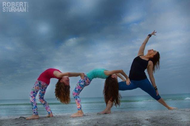 17-photos-de-meres-qui-pratiquent-le-yoga-avec-leurs-enfants7