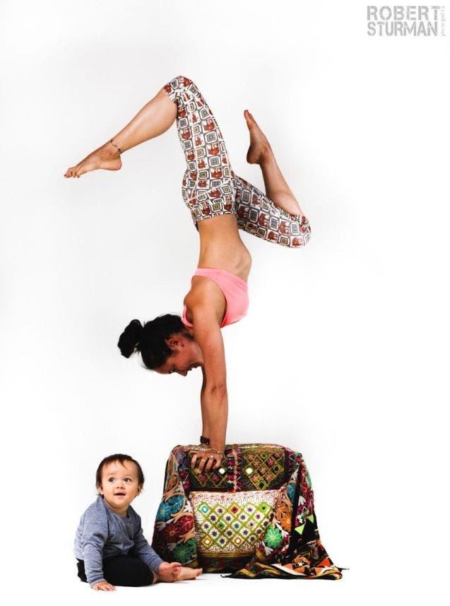 17-photos-de-meres-qui-pratiquent-le-yoga-avec-leurs-enfants8