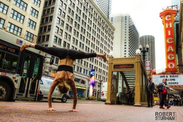 18-photos-incroyables-de-yoga-dans-la-ville-1