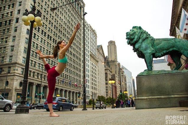 18-photos-incroyables-de-yoga-dans-la-ville-10