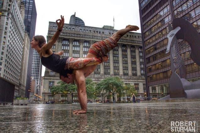 18-photos-incroyables-de-yoga-dans-la-ville-3