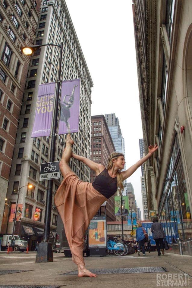 18-photos-incroyables-de-yoga-dans-la-ville-4