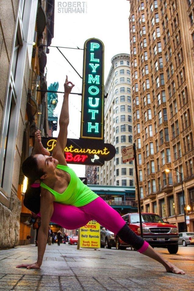 18-photos-incroyables-de-yoga-dans-la-ville-9