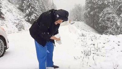 Une mamie de 101 s'offre une balade dans la neige