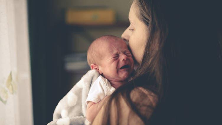 Cet homme viole un bébé de 3 mois et lui fracture les côtes